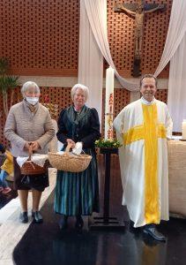 Goldhaubenverein Marchtrenk spendete wieder Osterkerze